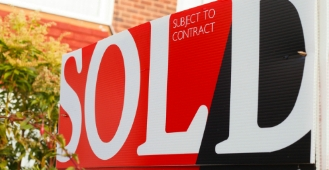 Do estate agents that stay open longer, sell homes quicker?