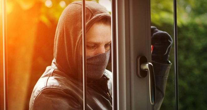 Which postcodes dominate UK burglary claim hotspots?