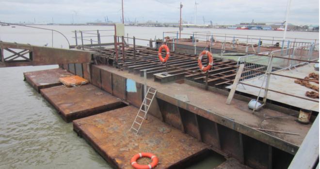 River Thames Pier 411